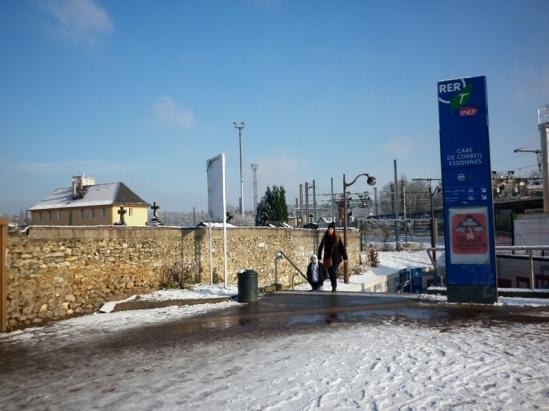 La gare de Corbeil-Essonnes, terminus de mon train à 45 minutes des Halles.