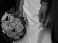 De jeunes mariés transforment le périphérique parisien en piste de danse le 28 avril 2012. Un bouchon de deux kilomètres se forment. Le jeune marié écope d'une amende de 1 400 € et de quatre mois de suspension de permis de conduire. ( Crédit : Hellolapomme / Flickr)